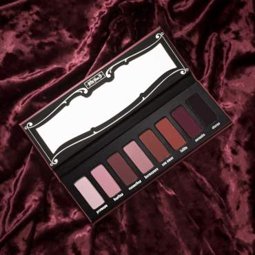 Kat Von D Beauty تطلق مجموعة Lolita
