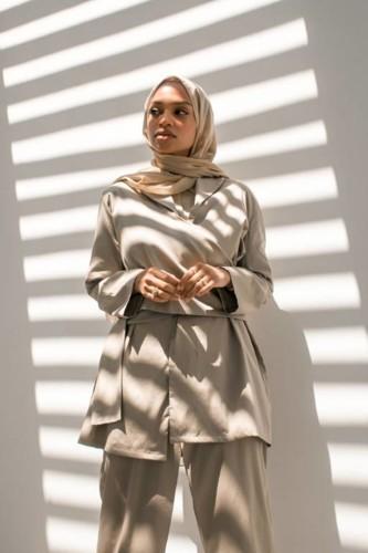 نيا عمرون بطلة الحملة الإعلانية لHessa Falasi