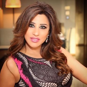 مكياج النجمات العرب باللون الوردي في شهر أكتوبر