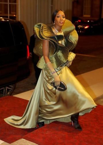 خاص بالعام الجديد: إرتدي فساتينك الذهبية من وحي النجمات