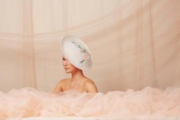 تأنّقي بهذه القبعات لإطلالة ملكية