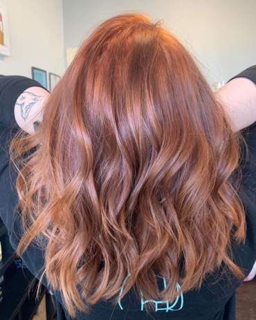 آخر صيحة: الشعر النحاسي الذهبي المائل للأحمر