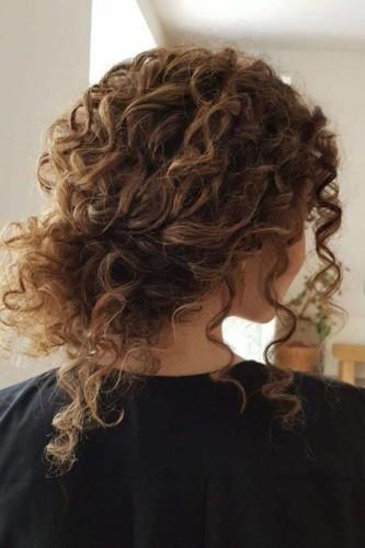 تسريحات شعر مجعّد بدون حرارة