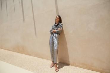 التجدد والأناقة على الأزياء المحتشمة للمرأة العصرية