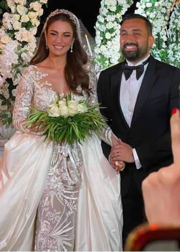 3 إطلالات مختلفة لدرة زروق في حفل زفافها!