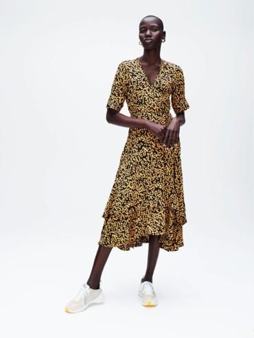 الفساتين المحتشمة من GANNI على THE OUTNET