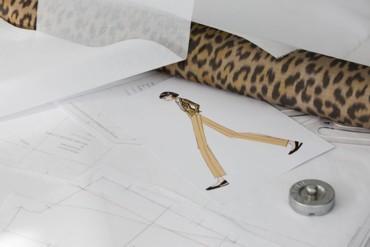 المهارة الحرفيّة لسترة ديور بنقشة الفهد