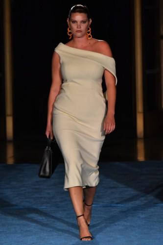 كريستيان سيريانو يفتتح أسابيع الموضة بإطلالات إحتفالية
