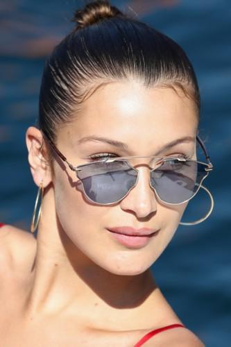 نجمات يتألقن بنظارات ديور الجديدة!