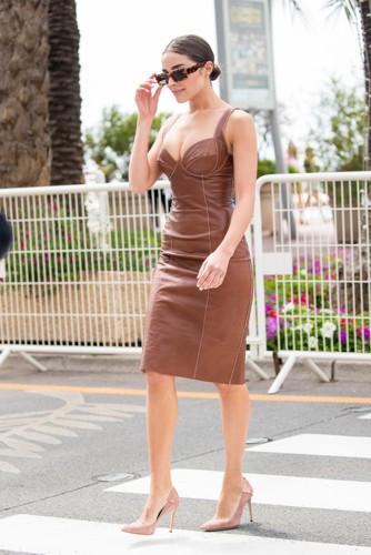 كم مرة إختارت أوليفيا كالبو اللون البني في إطلالاتها؟