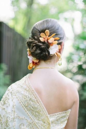 اعتمدي الزهور لتسريحة شعرك هذا الربيع