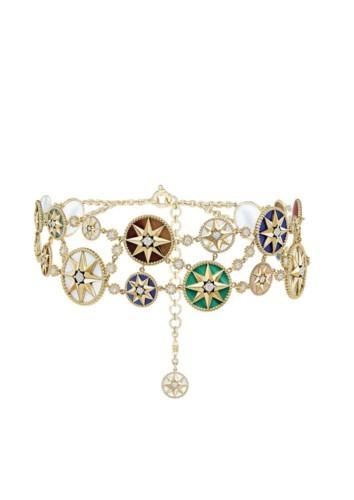 هدية المجوهرات المناسبة من ديور للأم