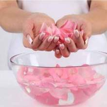 كيف تستخدمين ماء الورد لمعالجة البشرة الجافة؟