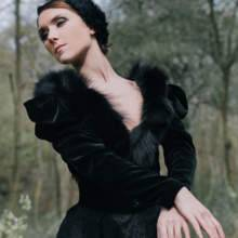 بجعة Sakina Paris السوداء المتألقة!