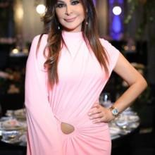 بالصورة: إليسا ترتدي فستان جيجي حديد!