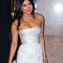 """في حفل """"هدايا العروس""""، كيف بدت بريانكا شوبرا؟"""
