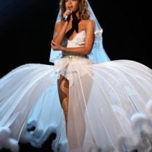 14 مرة ارتدت فيها بيونسيه فساتين زفاف