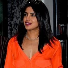 بريانكا شوبرا تشعّ بالبرتقالي