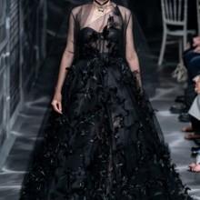 اللون الأسود سمة تصاميم ديور