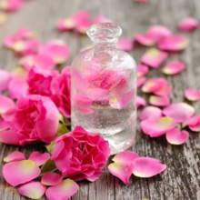 كيف تستخدمين ماء الورد لمعالجة البثور؟