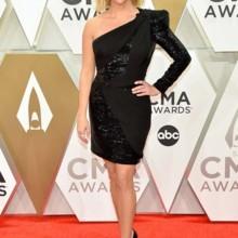 الأزياء البراقة تغزو حفل CMA Awards