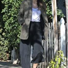 جيسيكا ألبا ترتدي سترة مانغو