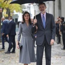 أناقة الملكة ليتيزيا بموضة فستان الـWrap