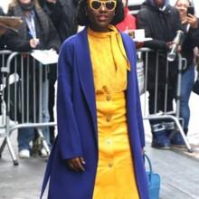 لوبيتا نيونغو تختار ألوان حيوية لإطلالتها الأخيرة