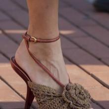 أجمل الأحذية المزينة بالأزهار للصيف