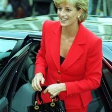كم مرة حملت الأميرة ديانا حقية Lady Dior الأيقونية؟