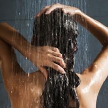 كيف تحمين شعرك من أضرار مياه الصنبور؟