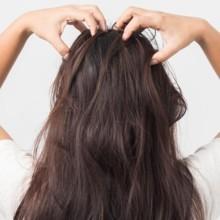 3 طرق طبيعية لتقشير وتنظيف فروة الرأس
