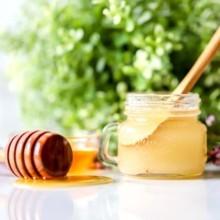 مقشر طبيعي للشفاه من السكر والعسل