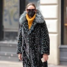 معطف واحد يتكرّر 3 مرات في إطلالات أوليفيا باليرمو