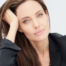 """أنجلينا جولي عرابة """"نساء من أجل النحل"""""""