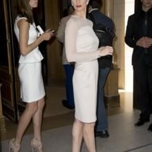 باز فيغا تتألق بأزياء سلفاتوري فيراغامو